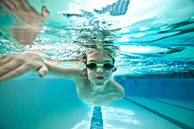 kid-swimming-pool-exercise